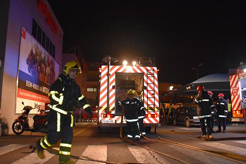 bombeiros-em-frente-ao-inter